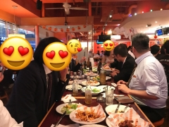 HOOTERS店内